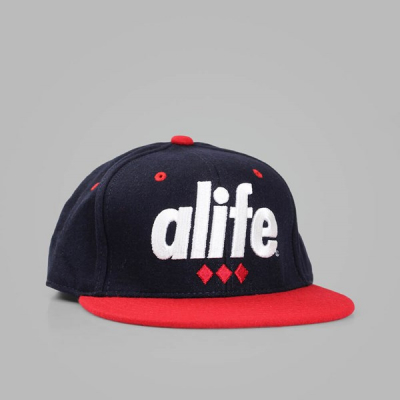 Alife Diamond Navy Snapback Cap in the group Men / Headwear / Trucker/baseball caps at Sivletto - Skylark AB (Alife-035-75372)