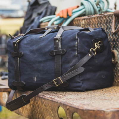 Filson Rugged Twill Medium Duffle Navy in the group Men / Accessories / Bags at Sivletto - Skylark AB (Filson-11070325-navy)