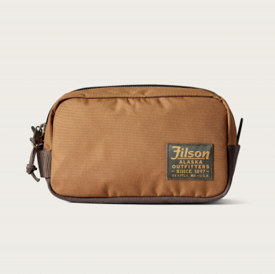 Filson Ballistic Travel Pack Whiskey in the group  at Sivletto - Skylark AB (Filson-20019936-whiskey)