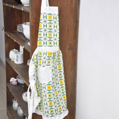 Mid century floral cotton apron in the group Campaign / Xmas gifts at Sivletto - Skylark AB (R24323)