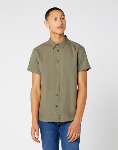 Wrangler Short Sleeve One Pocket Shirt Dusty Olive in the group Men / Shirts, short sleeve at Sivletto - Skylark AB (W5J1LOX45)