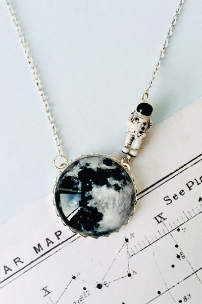 Eclectic eccentricity Moonwalk outta here silver necklace in the group Women / Jewelry at Sivletto - Skylark AB (ee4)