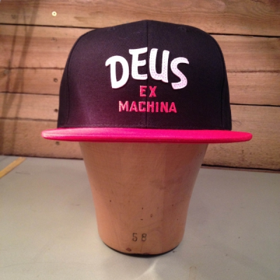 Deus Sketch Brand Cap black/red in the group Men / Headwear / Trucker/baseball caps at Sivletto - Skylark AB (w11398)