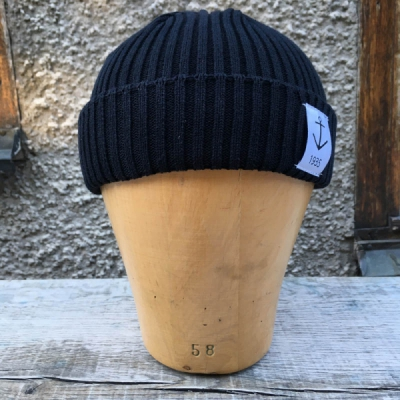 Resteröds Smula Black in the group Men / Headwear / Beanies at Sivletto - Skylark AB (w11412)