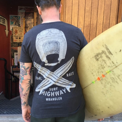 Wrangler Surf Highway Pkt Tee Phantom in the group Clearance / Men / T-shirts at Sivletto - Skylark AB (w11590)