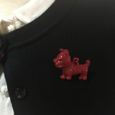 The Seamstress of Bloomsbury Dog Brooch in the group Sale! / Women / Misc at Sivletto - Skylark AB (w12423)