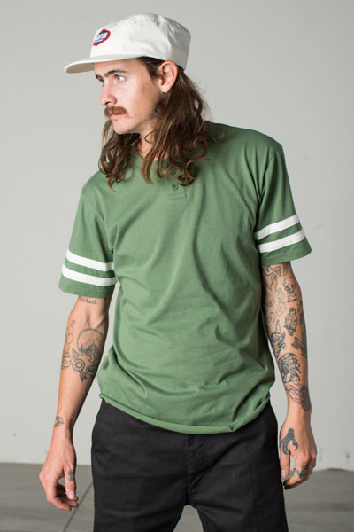 Brixton Fairfield S/S Henley Kelly green in the group Clearance / Men / T-shirts at Sivletto - Skylark AB (w12805)