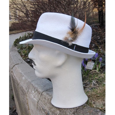Wigéns White hat with feather in the group Clearance / Men / Headwear at Sivletto (w3576)