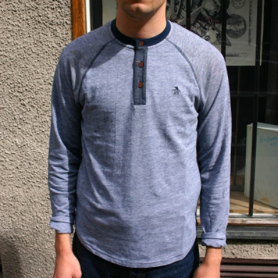 Penguin Pale Indigo Henley in the group Clearance / Men / Sweaters at Sivletto (w9674)
